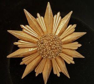 Jewelry - Vintage Gold color Burst Broach 1940s Opera Singer